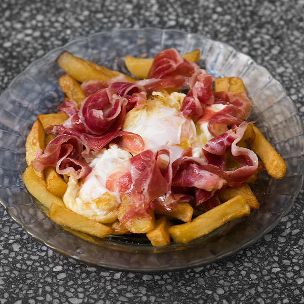 Fried eggs with iberian ham